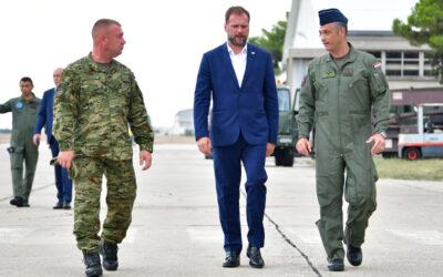 Ministar Banožić u radnom posjetu vojarni u Zemunik